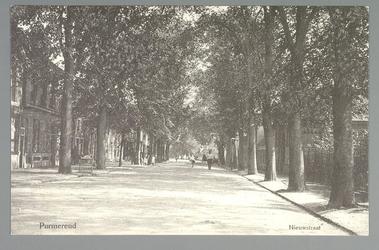 WAT001012887 Nieuwstraat met rechts de barak voor besmettelijke ziekten naast het gemeentelijke ziekenhuis, later Avondzon.