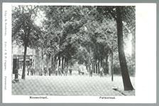 WAT001012898 Rechts het vroegere Gast en Proveniershuis/ziekenhuis tot circa 1940 en daarna werd het bejaardentehuis ...