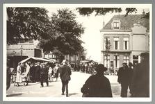 WAT001012901 Lappenmarkt op de Nieuwstraat, het was een drukte van belang. Er werden zelf extra trams op dinsdag ingezet.