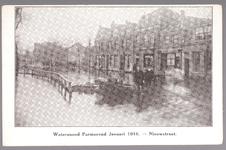 WAT001012903 Als gevolg van een zware noordwester storm brak in januari 1916 de Waterlandse Zeedijk tussen Monnickendam ...
