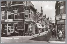 WAT001012921 Links op de hoek Pand uit 1895 in neo-renaissancestijl gebouwd in opdracht van Jan Prins Pz., handelaar in ...