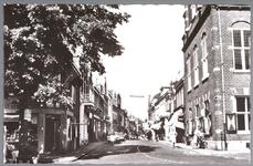 WAT001012936 Helemaal rechts het Stadhuis te Purmerend, in gebruik genomen op 6 juni 1912.