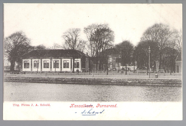 WAT001012998 Links Burgerschool met daarvoor het schoolplein waar dinsdags de lappenmarkt werd gehouden. In 1923 werd ...