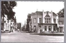 WAT001013044 Het Tramplein met links hotel-restaurant De Amsterdamsche Poort van Piet Arzbach en rechts hotel ...