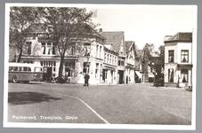 WAT001013046 Het Tramplein met links hotel-restaurant De Amsterdamsche Poort van Piet Arzbach en rechts hotel ...