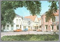 WAT001013048 Het Tramplein met links hotel-restaurant De Amsterdamsche Poort van Piet Arzbach en rechts hotel ...