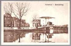 WAT001013068 Links gezicht op de Wagenbeurs en de Beemsterburgwal. Geheel links de smederij van Teun Boot. Rechts het ...