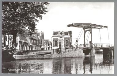WAT001013072 Links gezicht op de Wagenbeurs en de Beemsterburgwal. Geheel links de smederij van Teun Boot. Rechts het ...