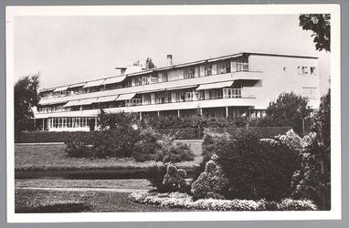 WAT001012988 Het Stadsziekenhuis ontworpen door de Purmerendse architecten Jan Plas en Corn.Koning en gebouwd door ...