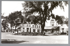 WAT001013037 Het Tramplein met links hotel-restaurant De Amsterdamsche Poort van Piet Arzbach en rechts hotel ...
