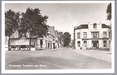 WAT001013045 Het Tramplein met links hotel-restaurant De Amsterdamsche Poort van Piet Arzbach en rechts hotel ...