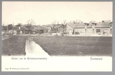 WAT001013056 Met links het tramstation en rechts een rij huizen van de Werkmansvereniging.