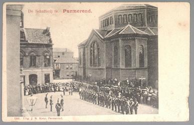 WAT001013147 In het midden voor het stadhuis de kapitein v.d. Schutterij, kapitein B.H.Júrgens (apotheker aan de ...