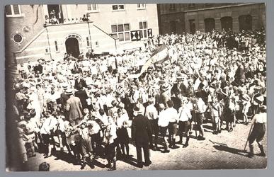 WAT001013148 Een feest voor het stadhuis aan de Kaasmarkt.