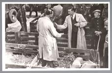 WAT001013180 De varkensmarkt. Tot 1973 werd er op dinsdag de varkensmarkt gehouden in de Willem Eggertstraat en op het ...
