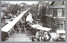 WAT001013182 Lappenmarkt op de Nieuwstraat, het was een drukte van belang. Rechts café de Posthoorn van T. Jongejan.