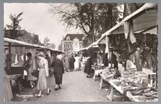 WAT001013183 Lappenmarkt op de Nieuwstraat, het was een drukte van belang.