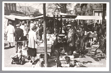 WAT001013186 Lappenmarkt op de Nieuwstraat, het was een drukte van belang. Hoek Hoogstraat-Nieuwstraat.