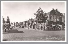 WAT001013125 Westerstraat met rechts op de hoek het café- restaurant Het Paradijs van Aart Aarse. Het volgende pand is ...