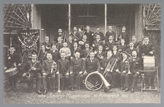 WAT001013166 Het Stedelijk Muziekcorps in 1909. Van links naar rechts op de eerste rij: Kronenburg, Jo Thie, Hendrik ...