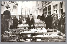 WAT001013176 De varkensmarkt. Tot 1973 werd er op dinsdag de varkensmarkt gehouden in de Willem Eggertstraat en op het ...