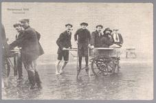 WAT001013223 Als gevolg van een zware noordwester storm brak in januari 1916 de Waterlandse Zeedijk tussen Monnickendam ...
