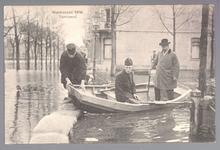 WAT001013226 Als gevolg van een zware noordwester storm brak in januari 1916 de Waterlandse Zeedijk tussen Monnickendam ...