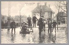 WAT001013228 Als gevolg van een zware noordwester storm brak in januari 1916 de Waterlandse Zeedijk tussen Monnickendam ...