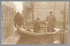 WAT001013231 Als gevolg van een zware noordwester storm brak in januari 1916 de Waterlandse Zeedijk tussen Monnickendam ...
