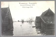 WAT001013257 Als gevolg van een zware noordwester storm brak in januari 1916 de Waterlandse Zeedijk tussen Monnickendam ...