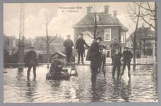 WAT001013259 Als gevolg van een zware noordwester storm brak in januari 1916 de Waterlandse Zeedijk tussen Monnickendam ...