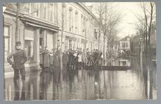 WAT001013262 Als gevolg van een zware noordwester storm brak in januari 1916 de Waterlandse Zeedijk tussen Monnickendam ...