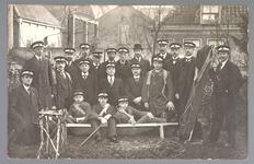 WAT001013272 Als gevolg van een zware noordwester storm brak in januari 1916 de Waterlandse Zeedijk tussen Monnickendam ...