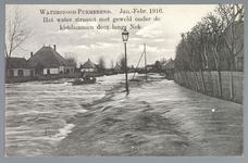 WAT001013935 Als gevolg van een zware noordwester storm brak in januari 1916 de Waterlandse Zeedijk tussen Monnickendam ...