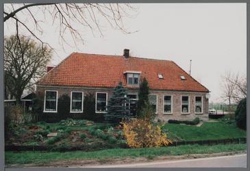 WAT001000058 De oude school uit 1859, hoek Jisperweg / Hobrederweg.