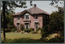 WAT001000225 Deutzenhofje. Wouter Sluis, de bekende pionier in de land- en tuinbouw in de vorige eeuw, heeft ook aan de ...