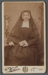 WAT001000503 Zuster Vincentia ( meisjesnaam: Aaltje Velzeboer) geboren 15 januari 1862 te Beemster.Op 15 februari 1890 ...