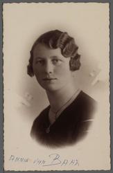 WAT001000511 Zuster Josephine ( meisjesnaam: Annie van Baar, geboren op 15-01-1913 in de Beemster) ingetreden op ...