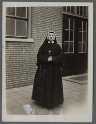 WAT001000515 Zuster Alphonsia ( meisjesnaam: Alida Geertruida Schagen, geboren op 25 juni 1900 in de Beemster. ) ...