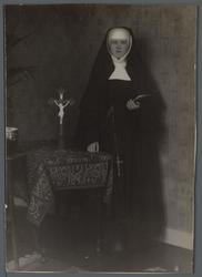 WAT001000521 Zuster Angelica (meisjesnaam Anny / Annie Hermes). In 1936 eerwaarde moeder in het Zusterklooster van de ...