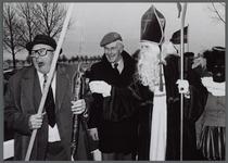 WAT001000566 Opening Beetsbrug december 1980. Met medewerking van Sinterklaas en Zwarte Piet.Waterschap de Waterlanden.