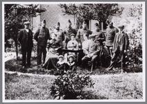 WAT001000583 Inkwartiering Beemster 1914, 1915 bij familie van Willem van der Lee.Staand helemaal links; Gerrit ...