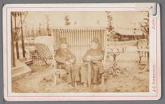 WAT001000586 Even bijpraten op een landbouwtentoonstelling in Zutphen, Wouter Sluis (links) en zijn plaatsgenoot Johan ...
