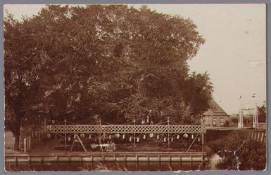 WAT001000654 Viering in de tuin van de familie Melchior in het Westeinde.Viering van de onafhankelijkheidsfeesten in 1913.
