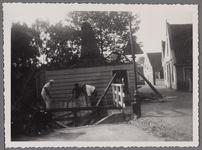 WAT001000814 Foto: het afgebroken huis is bij herbouw naar achteren gebouwd om de straat te verbreden, ook zijn enkele ...