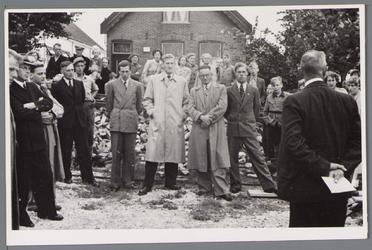 WAT001000706 Legging van de eerste steen voor het rusthuis Zonnehoek.Rusthuis Zonnehoek was een tehuis voor 22 ...
