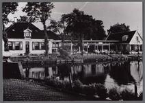 WAT001000792 Aanzicht op het Havenrak.Met links:café restaurant Neeltje Pater aan de Dorpsstraat nummer 4.