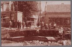 WAT001000890 Gasketel in aanbouw voor gasfabriek.Achtergrondinformatie:De Edamse gasfabriek lag aan het Oorgat, een ...