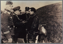 WAT001000826 J. Scouller marconist van de 'Hampden' A.D. 841 neergekomen per parachute bij Dhr. W. v.d. Hoek te ...