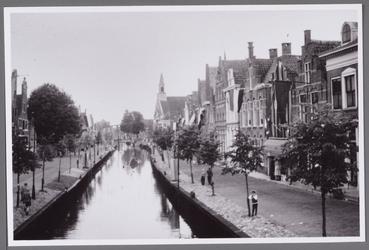 WAT001000927 Stadsfeesten in 1957.Rechts achter zien we De Heilige Nicolaaskerk.Achtergrondinformatie:De Grote Kerk en ...